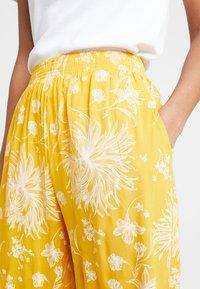 Obey Clothing - ANNETTE PANT - Broek - mustard multi - 4
