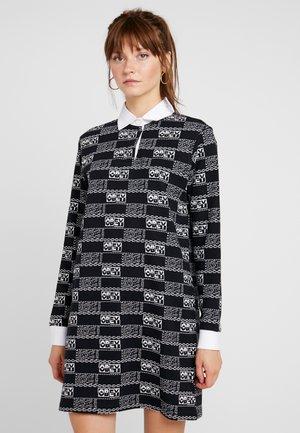HIGHLAND DRESS - Pletené šaty - black