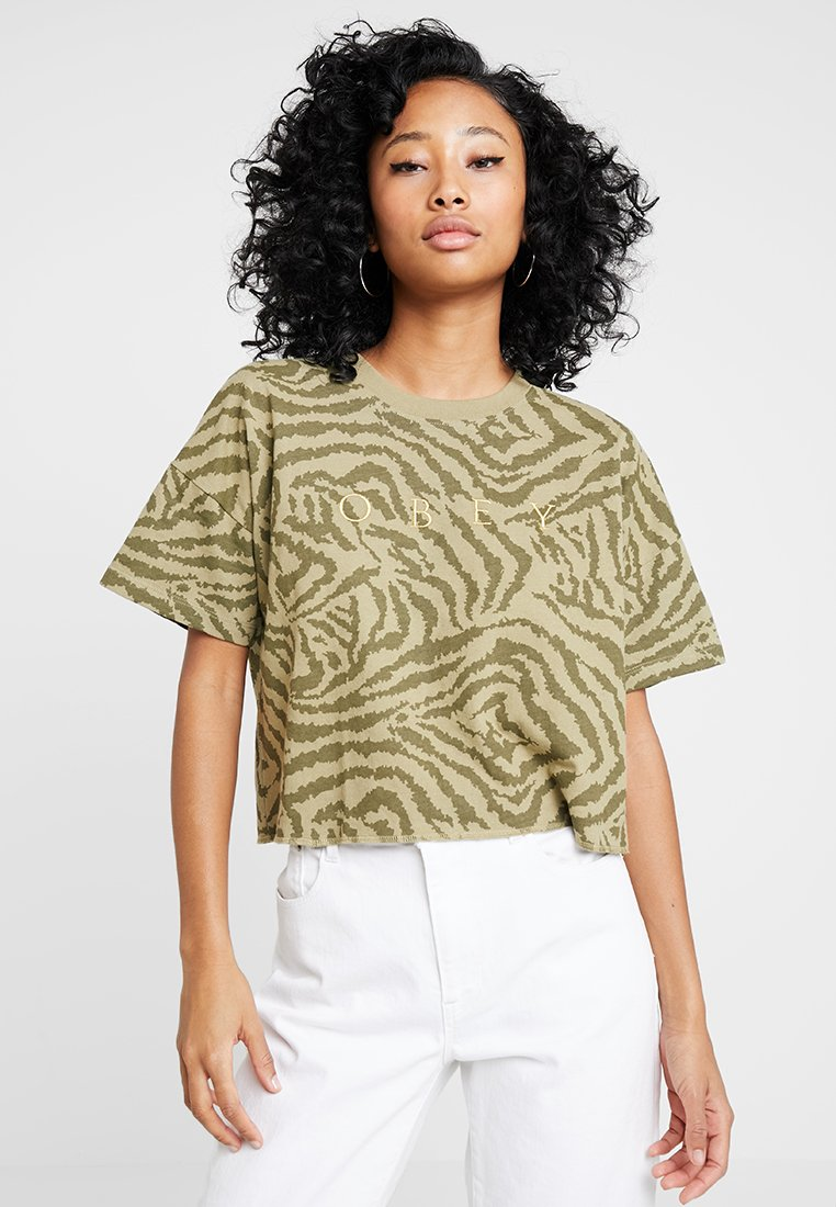 Obey Clothing - MAD RIVER CROP - Print T-shirt - olive multi