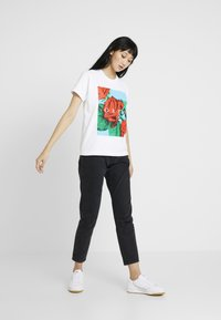 Obey Clothing - NO LOVE LOST - Camiseta estampada - white - 1