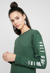 Obey Clothing - WORLDWIDE JOURNAL - Top s dlouhým rukávem - forest - 4