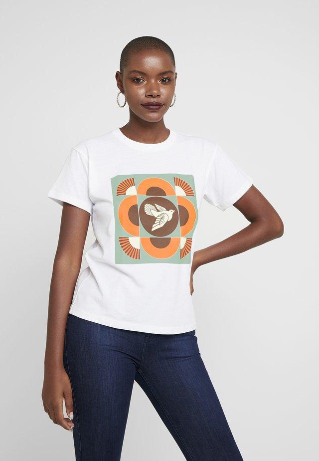 DOVE - T-shirt med print - white