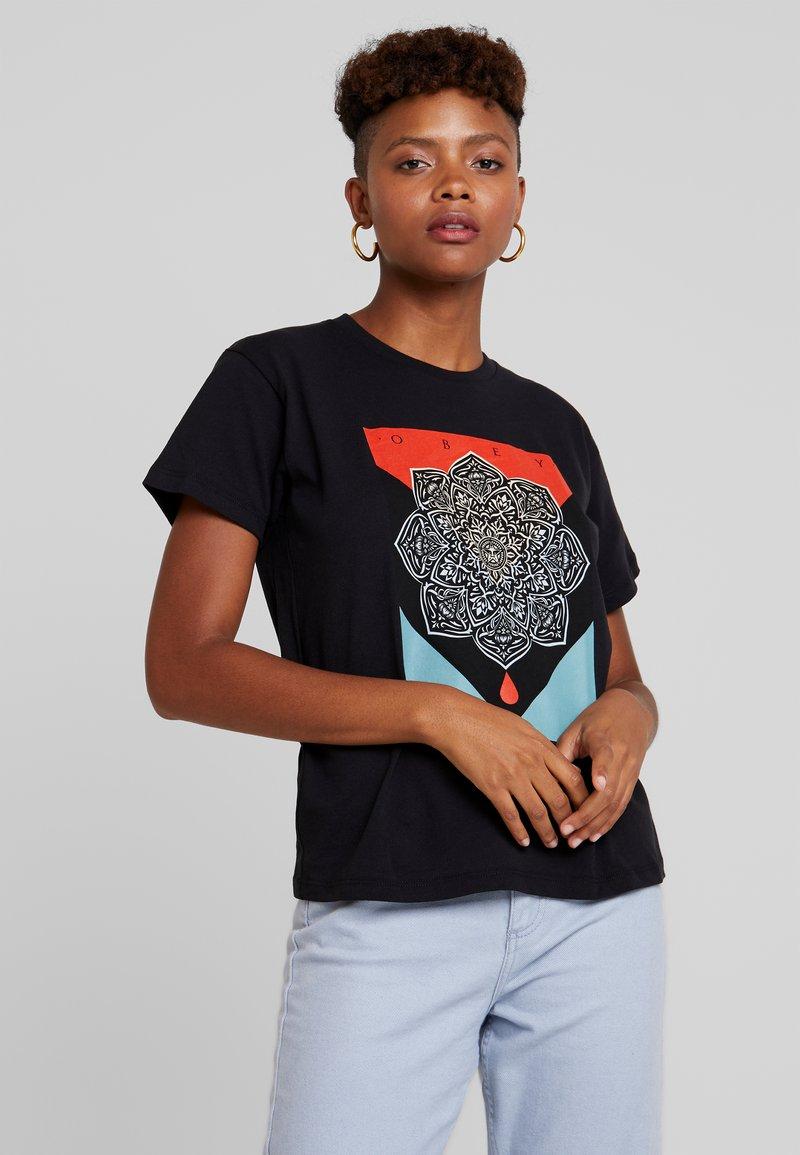 Obey Clothing - BLOOD OIL MANDALA - Printtipaita - black