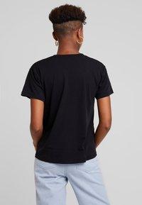 Obey Clothing - BLOOD OIL MANDALA - Printtipaita - black - 2