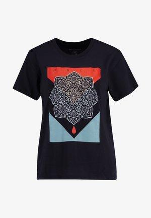BLOOD OIL MANDALA - T-shirts med print - black
