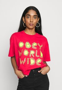 Obey Clothing - COME TOGETHER - T-shirts med print - tomato - 0