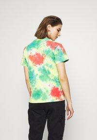 Obey Clothing - GIVE PEACE CHANCE - Triko spotiskem - rainbow blotch - 2