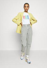 Obey Clothing - CHESS KING - Triko spotiskem - white - 1