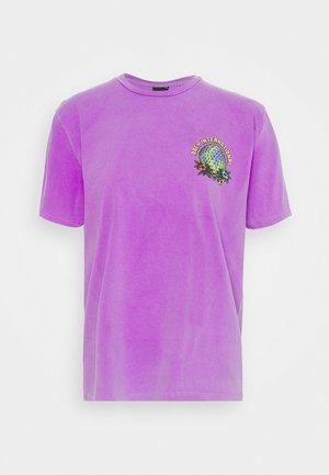 TAKE BACK THE PLANET - Print T-shirt - neon purple