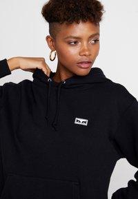 Obey Clothing - INTERNATIONAL CHAOS - Felpa con cappuccio - black - 4