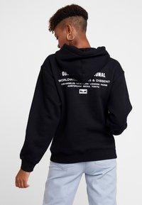 Obey Clothing - INTERNATIONAL CHAOS - Felpa con cappuccio - black - 2