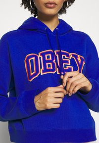 Obey Clothing - CONRAD CROPPED HOOD - Mikina skapucí - cobalt - 5