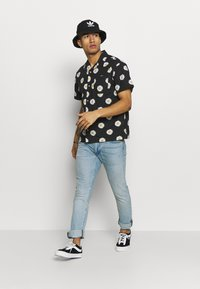 Obey Clothing - IDEALS ORGANIC DAISY - Camisa - black multi - 1