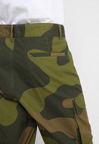 Obey Clothing - FUBAR BIG FITS CARGO - Pantaloni cargo - oversize camo - 3