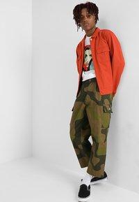 Obey Clothing - FUBAR BIG FITS CARGO - Pantaloni cargo - oversize camo - 1