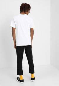 Obey Clothing - STRAGGLER FLOODED PANT - Tygbyxor - black - 2