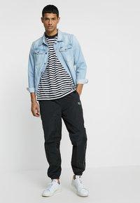 Obey Clothing - OUTLANDER PANT - Pantalon de survêtement - black - 1