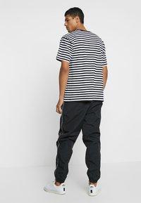 Obey Clothing - OUTLANDER PANT - Pantalon de survêtement - black - 2