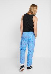 Obey Clothing - CONCRETE EASY PANT - Pantaloni sportivi - cracked sky blue - 2