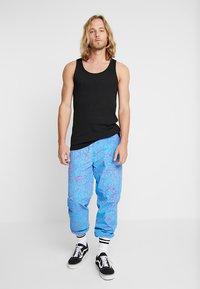 Obey Clothing - CONCRETE EASY PANT - Pantaloni sportivi - cracked sky blue - 1