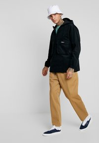 Obey Clothing - EASY PANT - Tygbyxor - camel - 1