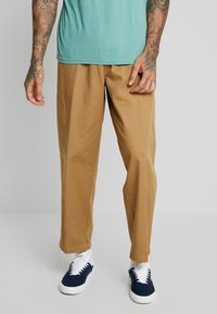 Obey Clothing - EASY PANT - Tygbyxor - camel - 0