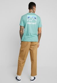 Obey Clothing - EASY PANT - Tygbyxor - camel - 2