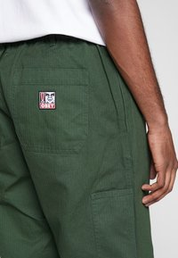 Obey Clothing - MARSHAL UTILITY PANT - Tygbyxor - park green - 5