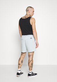 Obey Clothing - EASY RELAXED SHORT - Džínové kraťasy - light indigo - 2