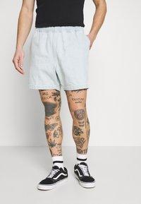 Obey Clothing - EASY RELAXED SHORT - Džínové kraťasy - light indigo - 0