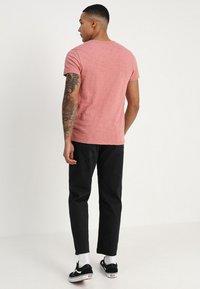 Obey Clothing - HARDWORK - Džíny Relaxed Fit - dusty black - 2
