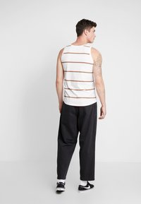 Obey Clothing - FUBAR PLEATED - Relaxed fit jeans - dusty black - 2