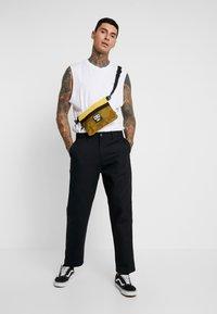 Obey Clothing - HARDWORK CARPENTER PANT  - Jeans straight leg - black - 1