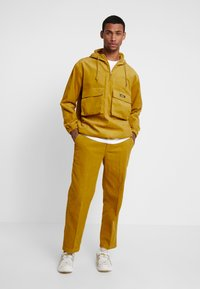 Obey Clothing - HARDWORK CARPENTER PANT - Trousers - golden palm - 1