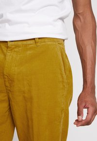 Obey Clothing - HARDWORK CARPENTER PANT - Trousers - golden palm - 4