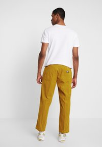 Obey Clothing - HARDWORK CARPENTER PANT - Trousers - golden palm - 2