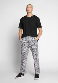 Obey Clothing - HARDWORK FUZZ PANT - Relaxed fit jeans - black multi - 1