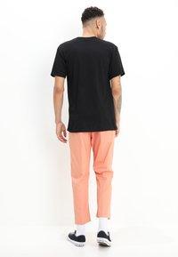 Obey Clothing - NOVEL  - Camiseta estampada - black - 2