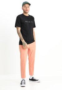 Obey Clothing - NOVEL  - Camiseta estampada - black - 1