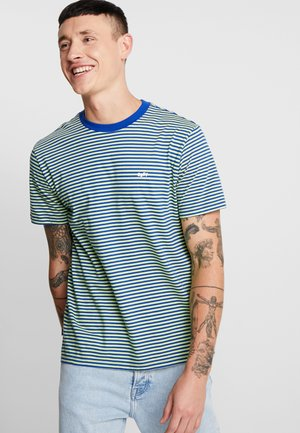APEX TEE - T-shirt med print - surf blue/multi