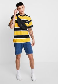 Obey Clothing - ACID CLASSIC TEE - T-shirt con stampa - black multi - 1