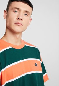 Obey Clothing - ACID CLASSIC TEE - T-shirt print - ember multi - 3