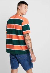 Obey Clothing - ACID CLASSIC TEE - T-shirt print - ember multi - 2