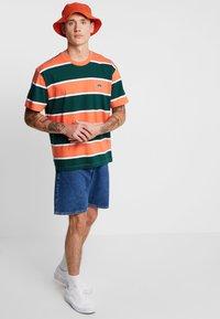 Obey Clothing - ACID CLASSIC TEE - T-shirt print - ember multi - 1