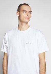 Obey Clothing - NOVEL  - T-shirts - white - 4
