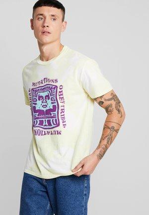 MUTATIONS - T-shirt con stampa - lemon