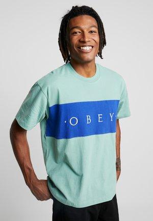 CONRAD CLASSIC TEE - T-shirt z nadrukiem - sage multi