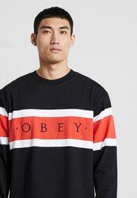Obey Clothing - EMBRACE CLASSIC TEE - Maglietta a manica lunga - black multi - 4