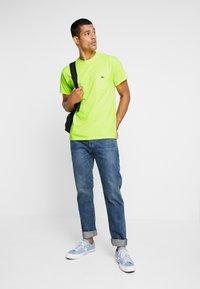 Obey Clothing - JUMBLED - T-shirt basique - saftey green - 1