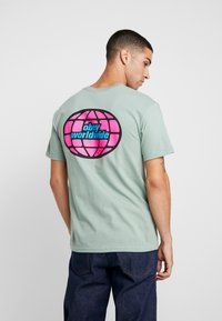 Obey Clothing - GLOBAL WORLDWIDE - Printtipaita - sage - 2